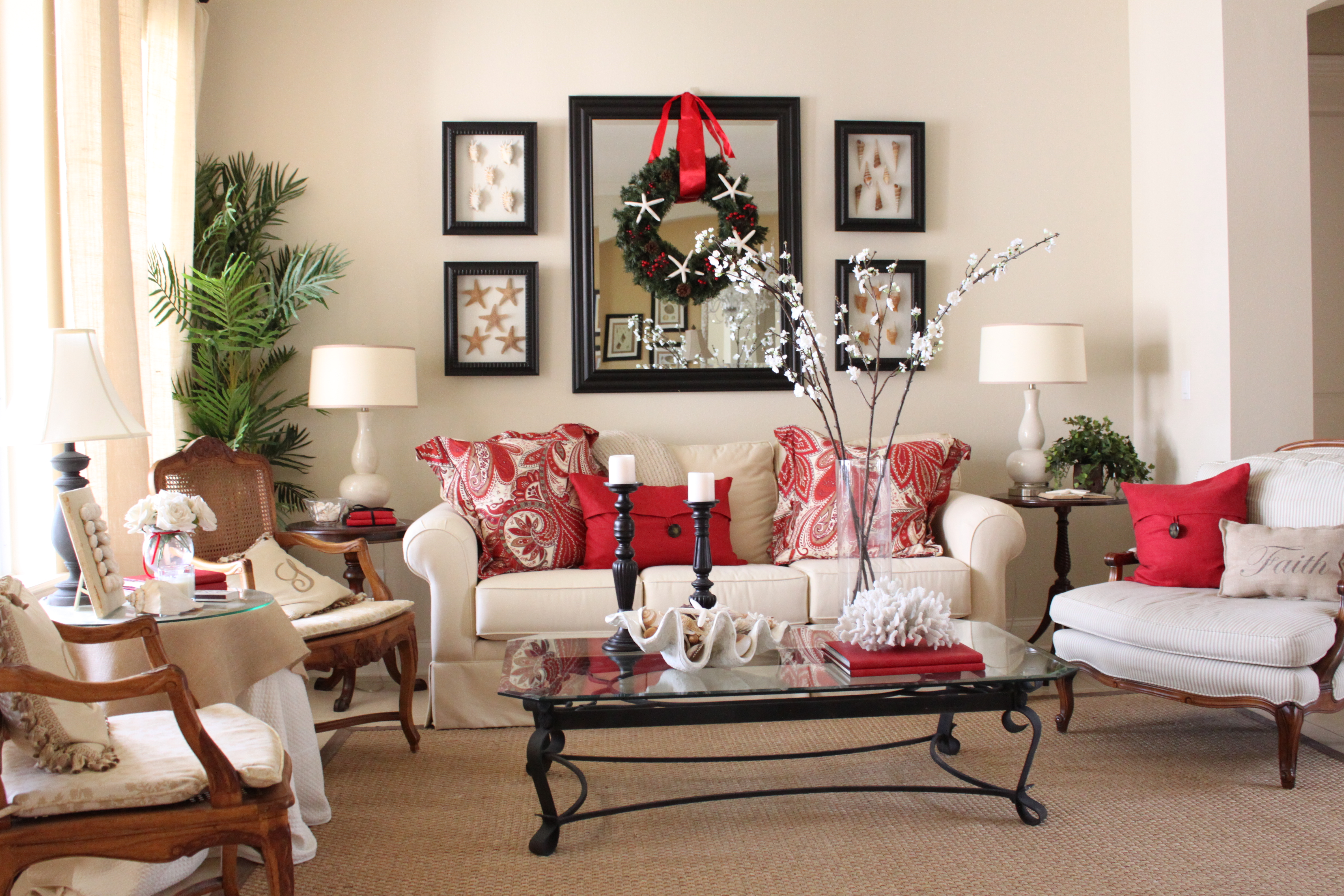 Starfish Cottage Holiday Living Room. Red Accent ...